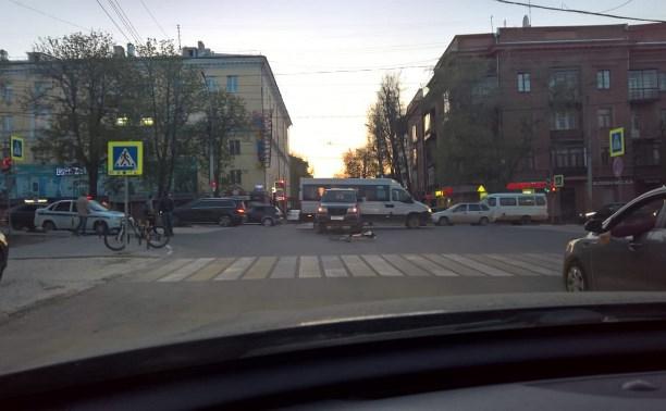 На проспекте Ленина в Туле «УАЗ» сбил велосипедиста