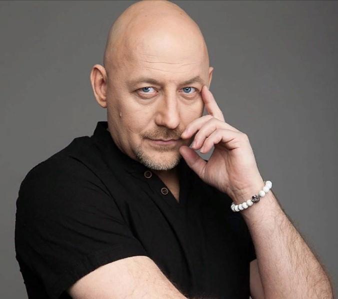 Телеведущий Алексей Куличков сдал ДНК-тест в эфире Первого канала