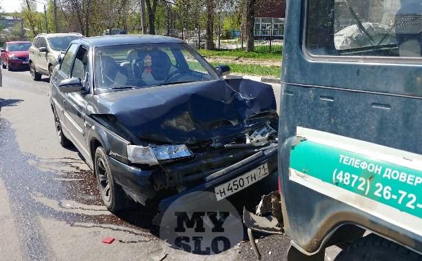 В Туле автоледи на «десятке» влетела в зад машине судебных приставов