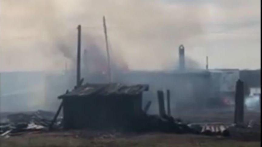 В Уржумском районе дотла сгорели три дома (ВИДЕО)