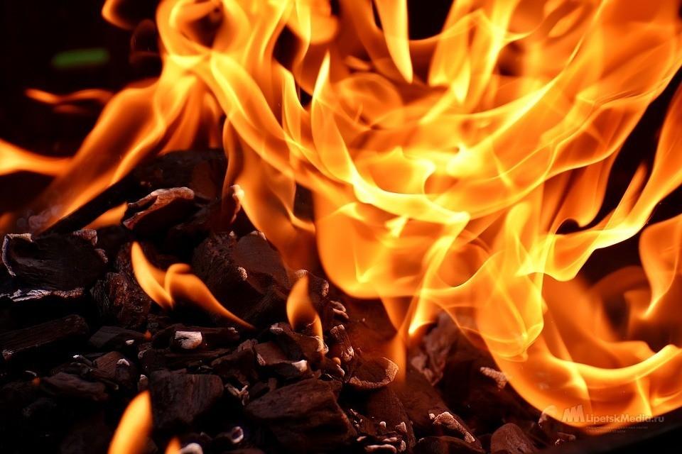 Москвич едва заживо не сгорел в Липецкой области