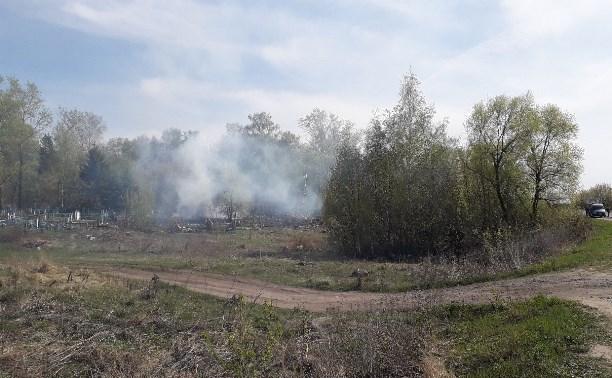 Администрация Узловой: Пожар у кладбища не повредил могилы