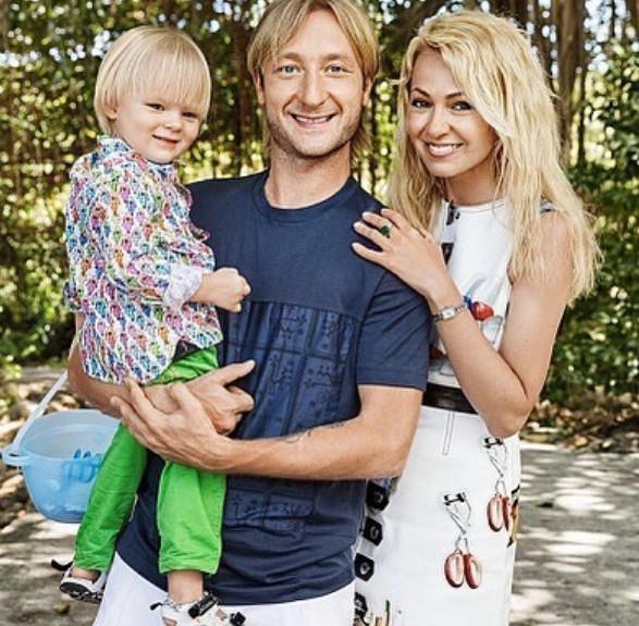 Фанаты:  раскритиковали Яну Рудковскую за безвкусно одетого сына