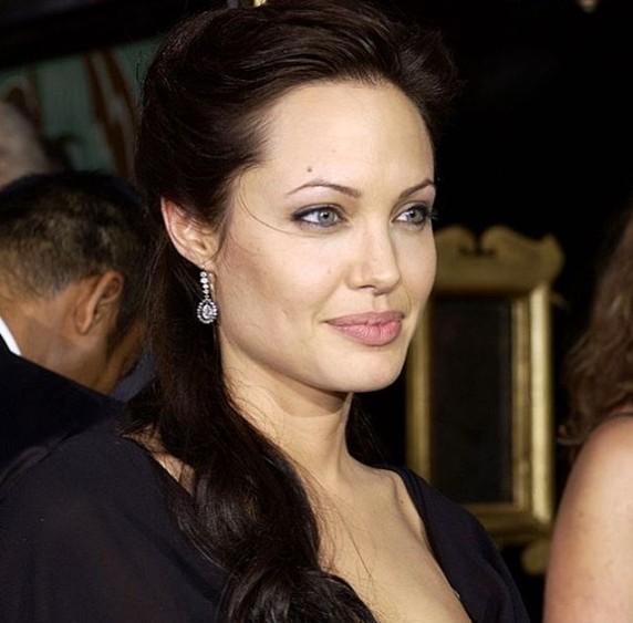 Анджелина Джоли составила завещание из-за частичного паралича