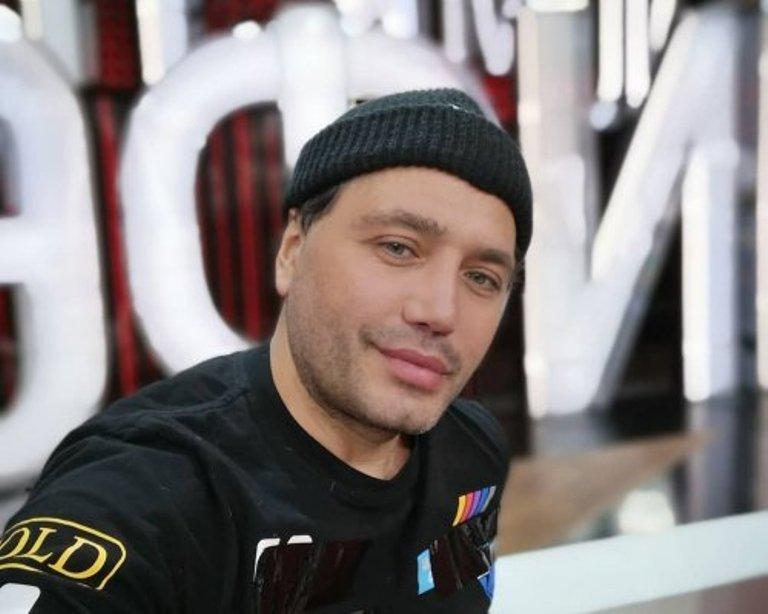 «Аксюта и бандочка должны ответить»: Звезда «Дома-2» Рустам Солнцев продолжает «травлю» семьи певицы Алсу