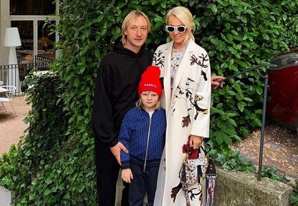 Яна Рудковская приготовила для сына роскошный завтрак в честь его успешного выступления в Италии