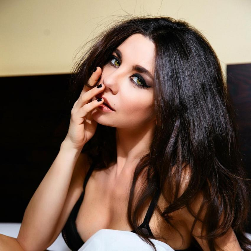 Певица Анна Плетнева рассказала, почему долго скрывала от общественности старшую дочь
