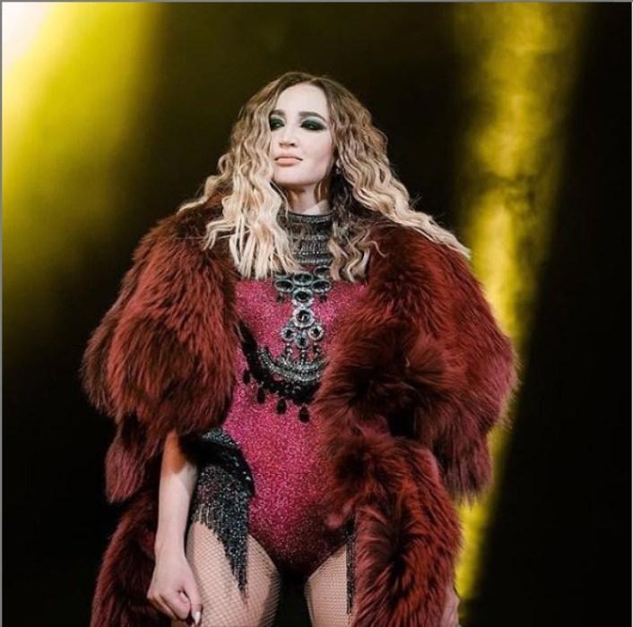 «Мое выступление становится уже не безопасным»: Ольга Бузова отменила концерт в День Победы