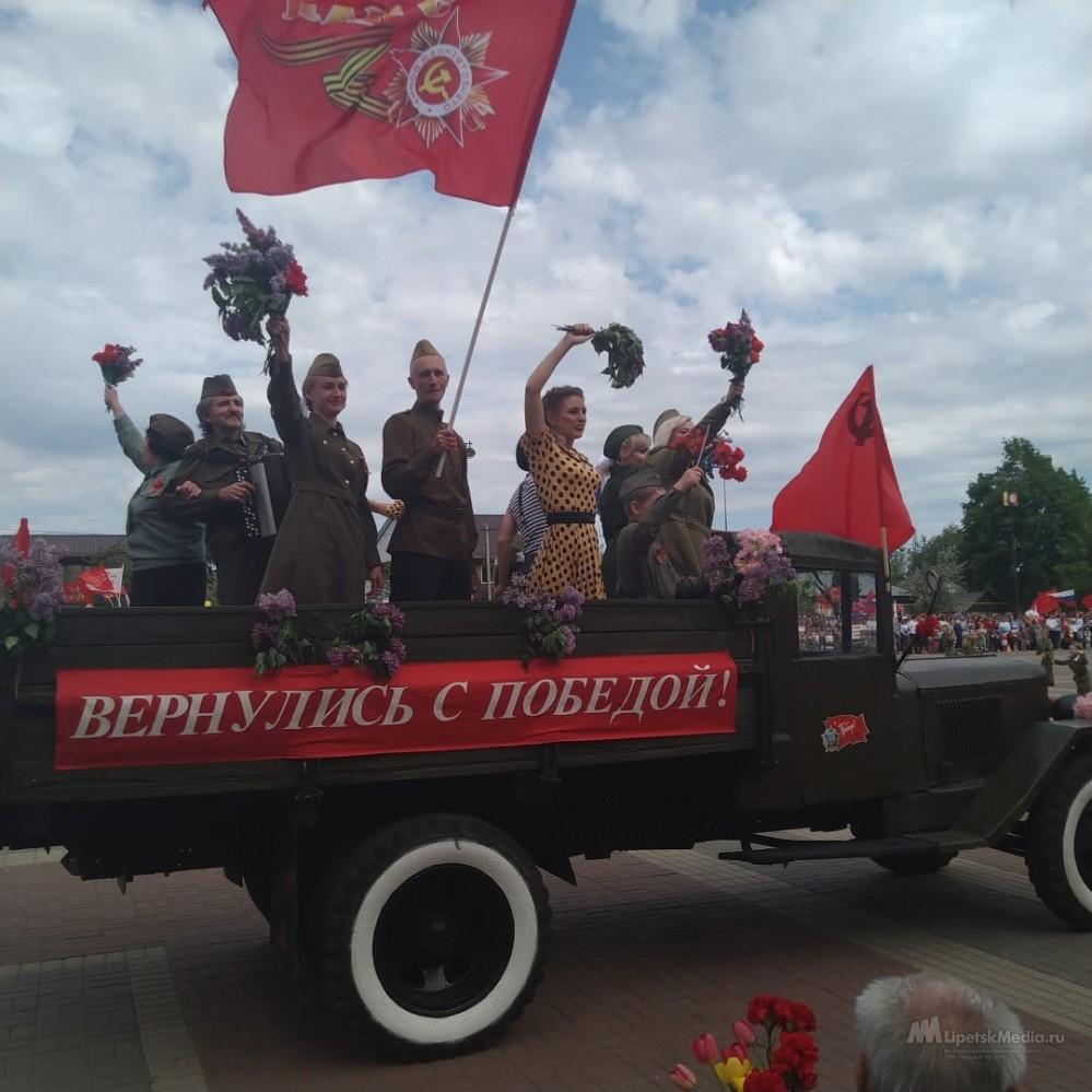 Грязинцы отметили День Победы парадом кадетов и шествием Бессмертного полка