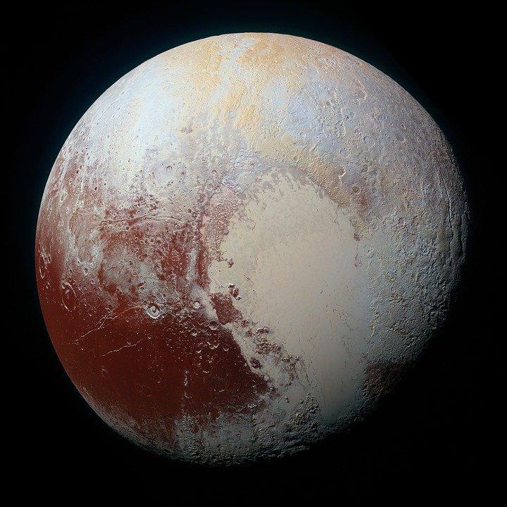 Плутону могут вернуть статус планеты