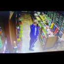 Как липчане обворовывают алкомаркеты (видео)
