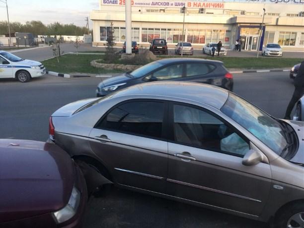 На Новомосковском шоссе в Туле столкнулись четыре автомобиля