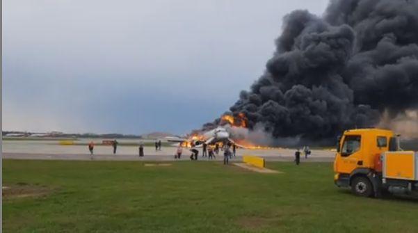 Шесть человек пострадали при жесткой посадке и возгорании самолета в «Шереметьево»