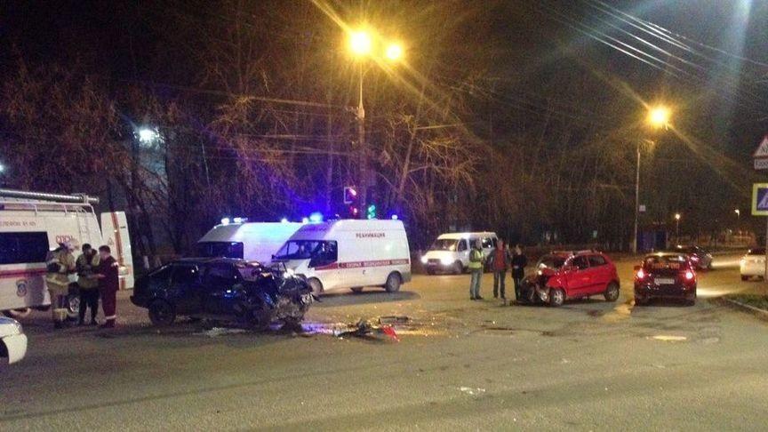 В Кирове в результате серьезного ДТП пострадали пять человек (ВИДЕО)