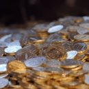 «Тепленькие, как пирожки». Как чеканят российские рубли (ВИДЕО)